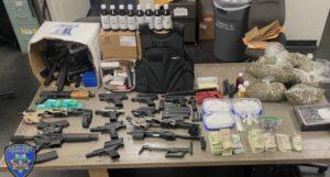 加利福尼亞州奧克蘭對一家非法博彩公司的突襲導致警方沒收了大量武器